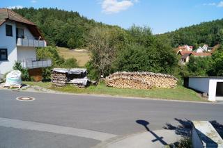 Blick auf den Bauplatz von der gegenüberliegenden Straßenseite aus